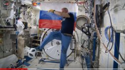 Ποδόσφαιρο στο διάστημα με τη μπάλα του Μουντιάλ
