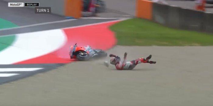 Moto GP: Αναβάτης εκτοξεύτηκε από τη μηχανή τρέχοντας με 350 χλμ/ώρα -vid - εικόνα 2