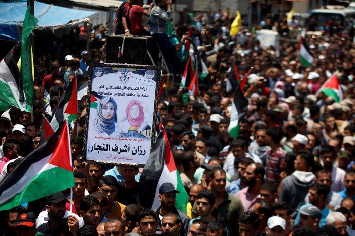 Χιλιάδες στην κηδεία 21χρονης που σκοτώθηκε από σφαίρα Ισραηλινού στρατιώτη - εικόνα 5