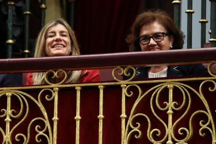 Η Μπεγκόνια Γκόμεζ στην ορκωμοσία του συζύγου της (αριστερά) - REUTERS