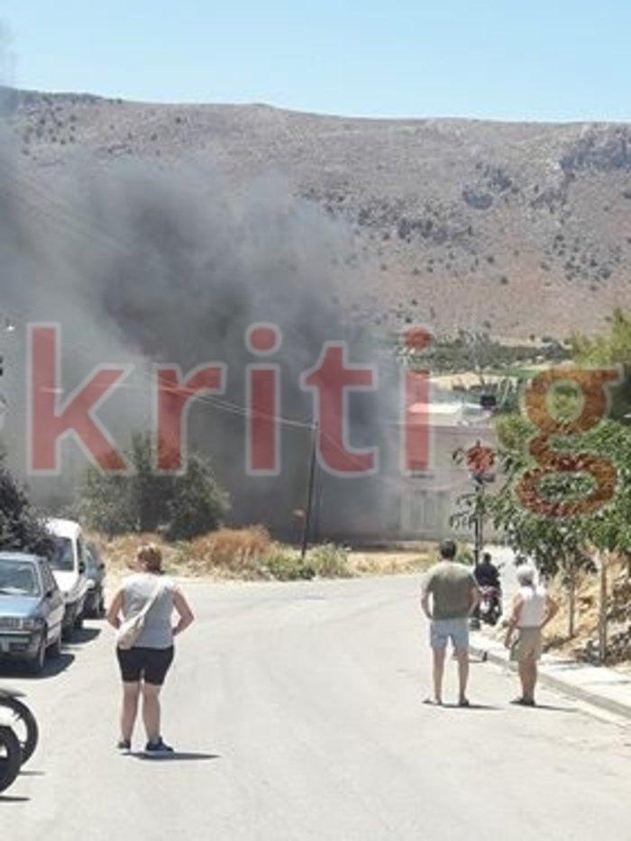 Φωτιά πολύ κοντά σε σπίτια στο Ηράκλειο-Ισχυρές δυνάμεις στο σημείο Εικόνες - εικόνα 3