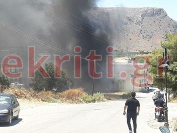 Φωτιά πολύ κοντά σε σπίτια στο Ηράκλειο-Ισχυρές δυνάμεις στο σημείο Εικόνες - εικόνα 2