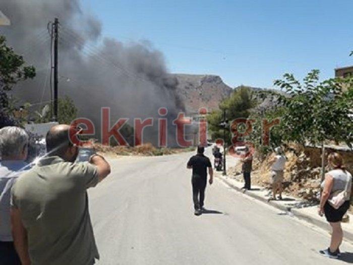 Φωτιά πολύ κοντά σε σπίτια στο Ηράκλειο-Ισχυρές δυνάμεις στο σημείο Εικόνες