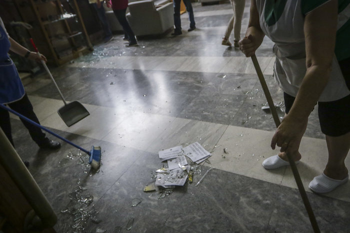 Εισβολή αναρχικών στο υπουργείο Εμπορίου για τον Κουφοντίνα