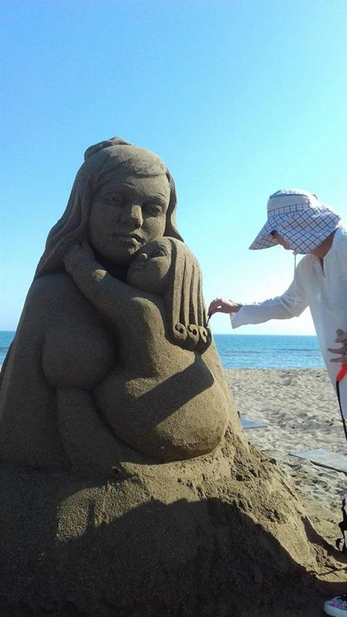 Εργα τέχνης από άμμο στις παραλίες της Αμμουδάρας - εικόνα 3