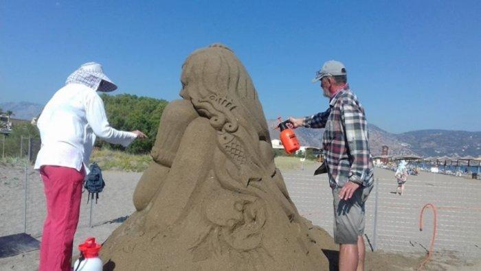 Εργα τέχνης από άμμο στις παραλίες της Αμμουδάρας - εικόνα 2