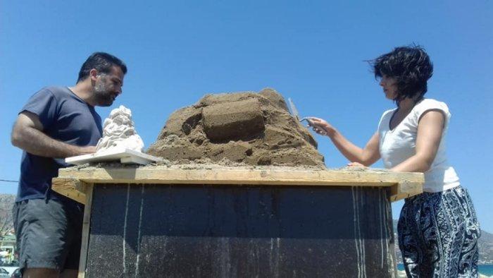 Εργα τέχνης από άμμο στις παραλίες της Αμμουδάρας