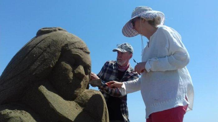 Εργα τέχνης από άμμο στις παραλίες της Αμμουδάρας - εικόνα 4