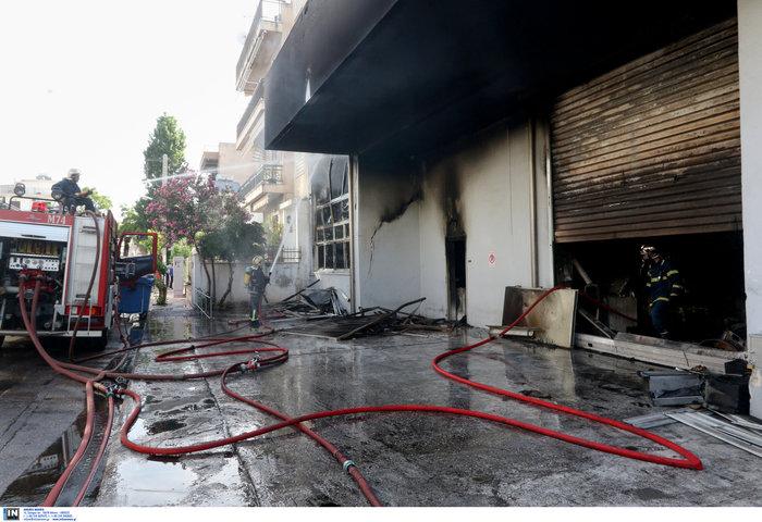 Μεγάλη φωτιά σε αποθήκη στο Περιστέρι - ζημιές σε σπίτια [φωτό - βίντεο] - εικόνα 3