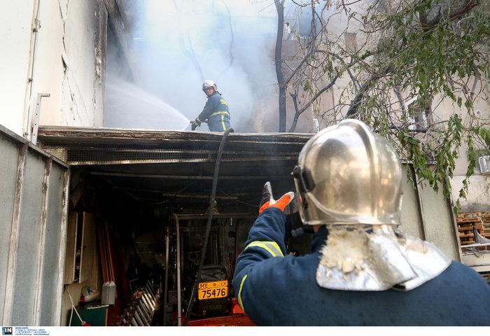 Μεγάλη φωτιά σε αποθήκη στο Περιστέρι - ζημιές σε σπίτια [φωτό - βίντεο] - εικόνα 7