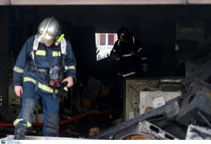 Μεγάλη φωτιά σε αποθήκη στο Περιστέρι - ζημιές σε σπίτια [φωτό - βίντεο] - εικόνα 5