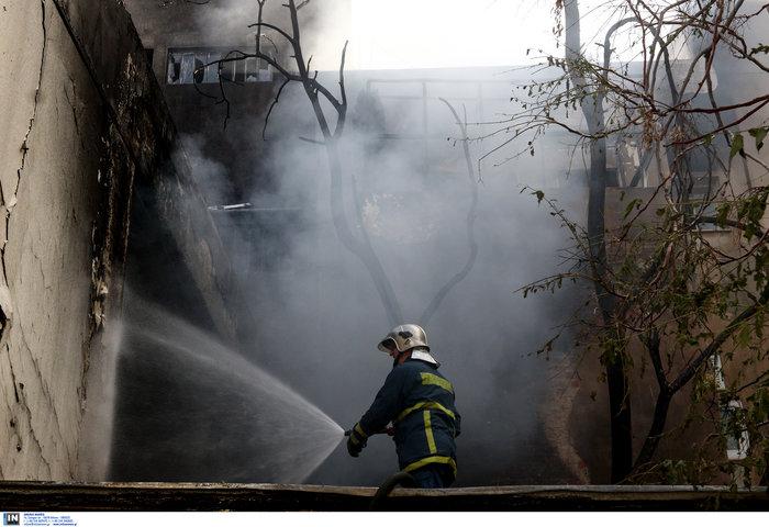 Μεγάλη φωτιά σε αποθήκη στο Περιστέρι - ζημιές σε σπίτια [φωτό - βίντεο] - εικόνα 6
