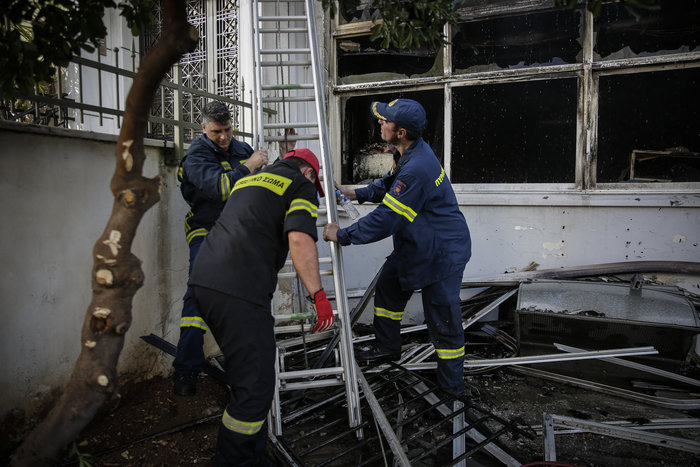 Μεγάλη φωτιά σε αποθήκη στο Περιστέρι - ζημιές σε σπίτια [φωτό - βίντεο] - εικόνα 12