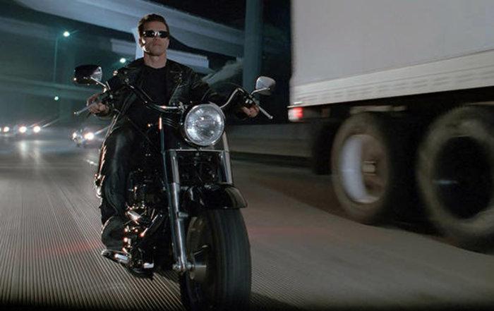 Στο σφυρί η Harley Davidson Fat Boy του Εξολοθρευτή - εικόνα 2