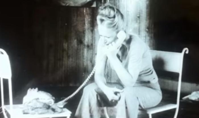 Σπάνια φωτογραφία: η στιγμή που κατέρρευσε η Αλίκη στο σπίτι στον Θεολόγο