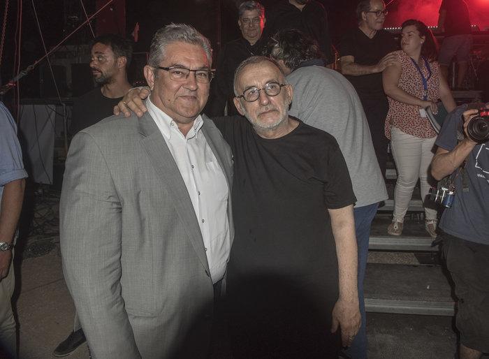 Ο συνθέτης με τον Δ. Κουτσούμπα
