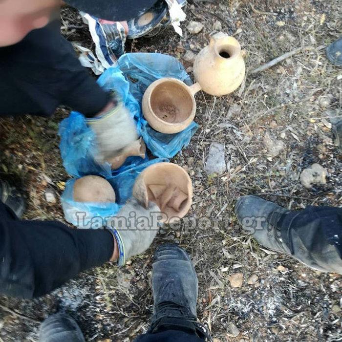 Λιβανάτες: Πυροσβέστες βρήκαν μεγάλο αριθμο αρχαίων κρυμμένα σε ... θάμνους