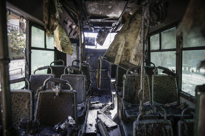 Στις φλόγες τυλίχθηκε αστικό λεωφορείο στα Κάτω Πατήσια -φωτό - εικόνα 2