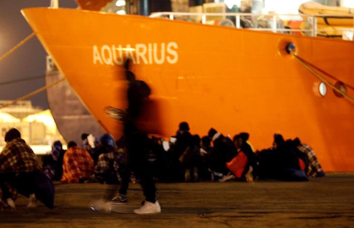 Μετωπική σύγκρουση Μάλτας-Ιταλίας για πλοίο με 600 μετανάστες