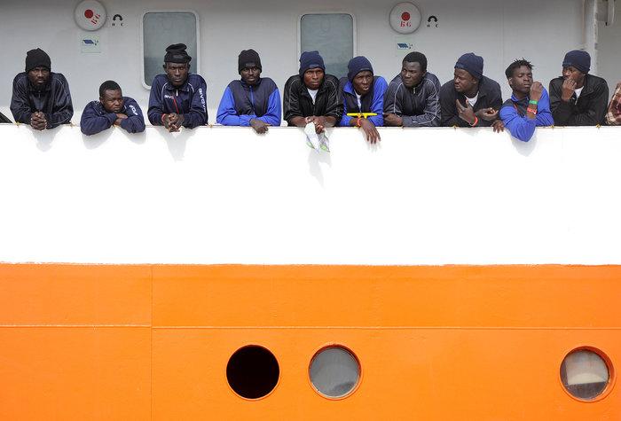 Μετωπική σύγκρουση Μάλτας-Ιταλίας για πλοίο με 600 μετανάστες - εικόνα 3