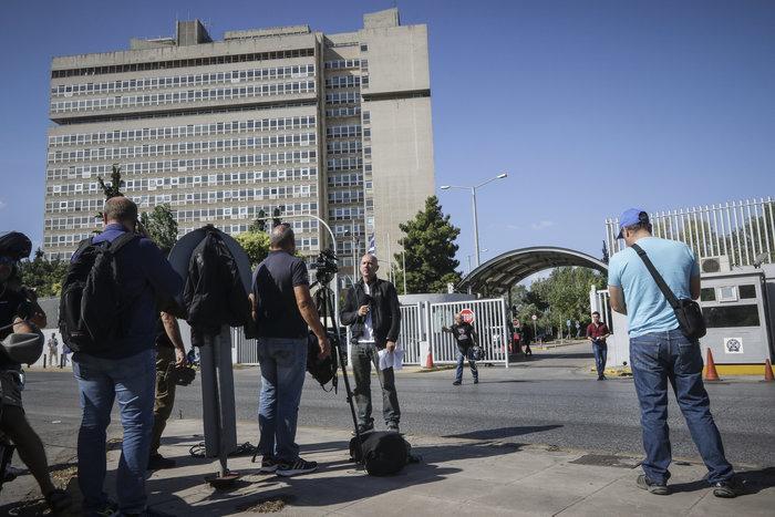 Απίστευτο: Έφοδος του Ρουβίκωνα και στο υπουργείο Δημόσιας Τάξης - εικόνα 2