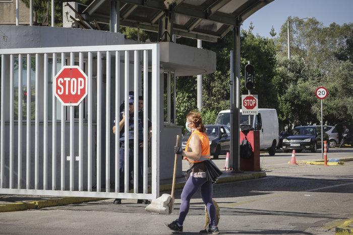Απίστευτο: Έφοδος του Ρουβίκωνα και στο υπουργείο Δημόσιας Τάξης - εικόνα 5