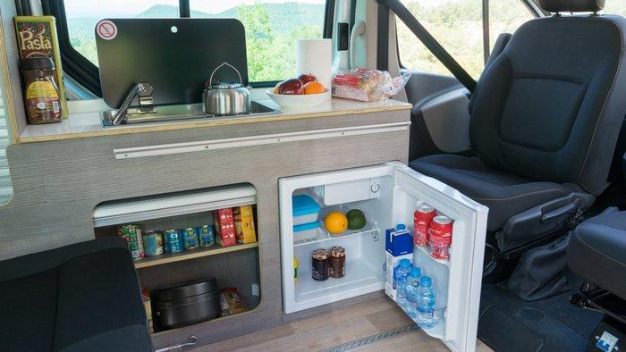Φως, νερό τηλέφωνο (κινητό εννοείται) στο εσωτερικό των μοντέλων που προσφέρουν, νεροχύτη, ψυγείο αλλά και κουζίνα με γκάζι για care free μαγειρέματα