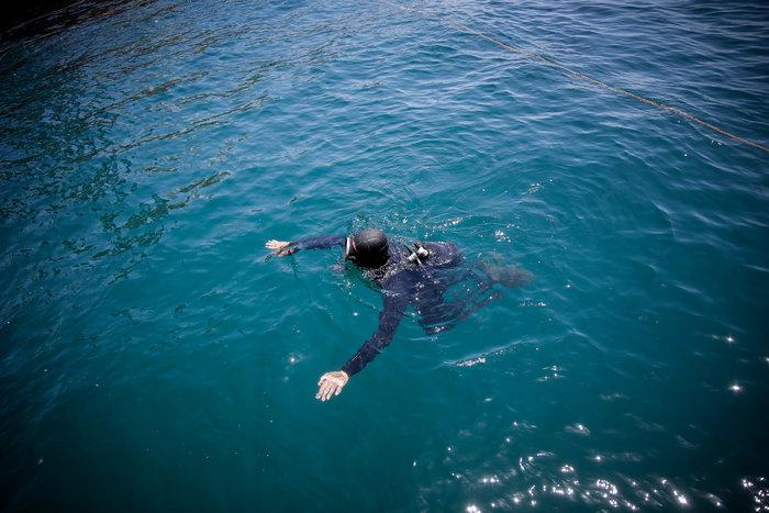 Έως αύριο θα έχει ολοκληρωθεί η ανέλκυση του «Corfu Island» - Eικόνες