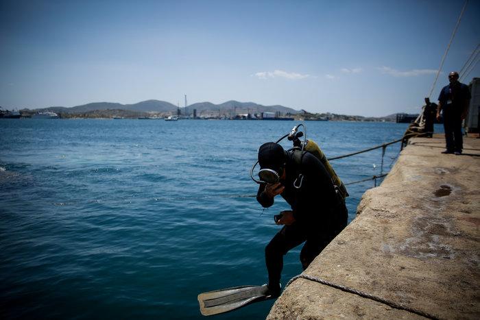 Έως αύριο θα έχει ολοκληρωθεί η ανέλκυση του «Corfu Island» - Eικόνες - εικόνα 2