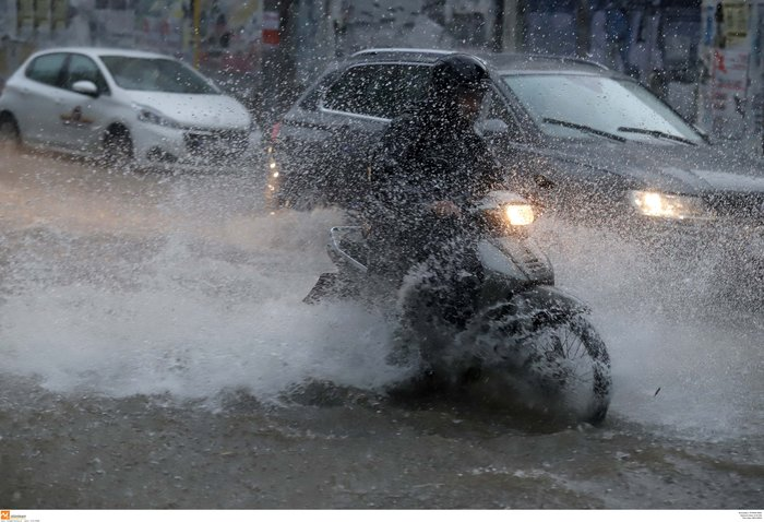 Ισχυρή βροχόπτωση με χαλάζι πλήττει τη Θεσσαλονίκη ΕΙΚΟΝΕΣ - εικόνα 4