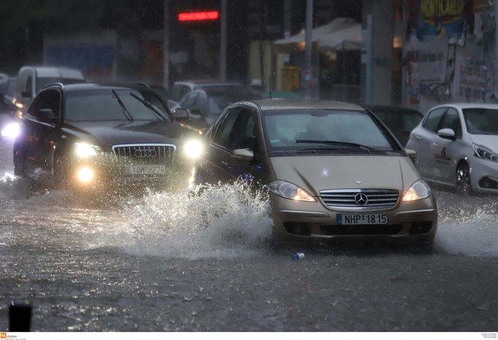 Ισχυρή βροχόπτωση με χαλάζι πλήττει τη Θεσσαλονίκη ΕΙΚΟΝΕΣ - εικόνα 5