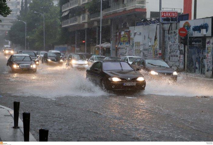 Ισχυρή βροχόπτωση με χαλάζι πλήττει τη Θεσσαλονίκη ΕΙΚΟΝΕΣ - εικόνα 7