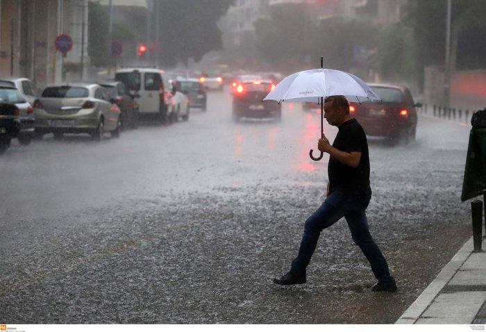Ισχυρή βροχόπτωση με χαλάζι πλήττει τη Θεσσαλονίκη ΕΙΚΟΝΕΣ - εικόνα 8