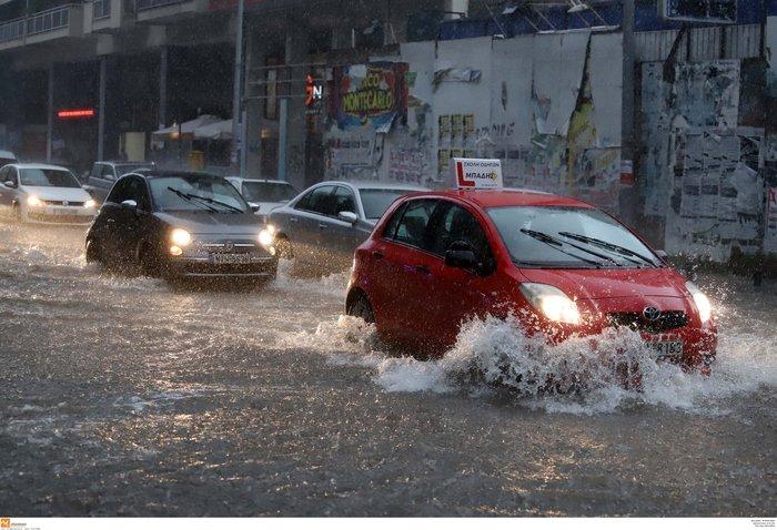 Ισχυρή βροχόπτωση με χαλάζι πλήττει τη Θεσσαλονίκη ΕΙΚΟΝΕΣ - εικόνα 9