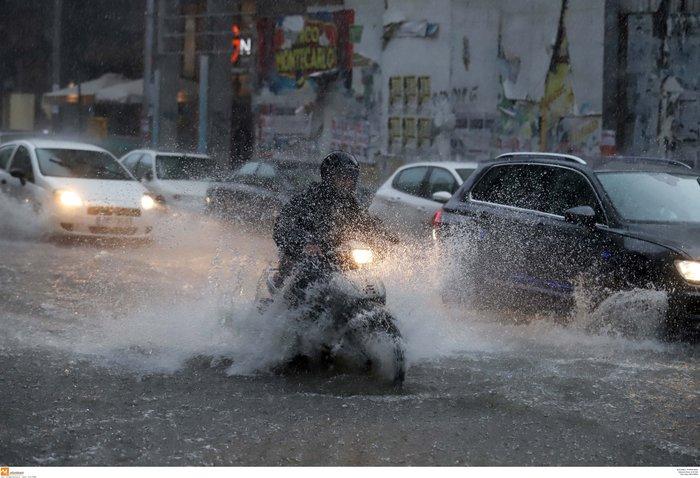 Ισχυρή βροχόπτωση με χαλάζι πλήττει τη Θεσσαλονίκη ΕΙΚΟΝΕΣ - εικόνα 11