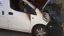 Εκαψαν 9 οχήματα εταιρείας κούριερ σε 4 σημεία της Αττικής (φωτό)