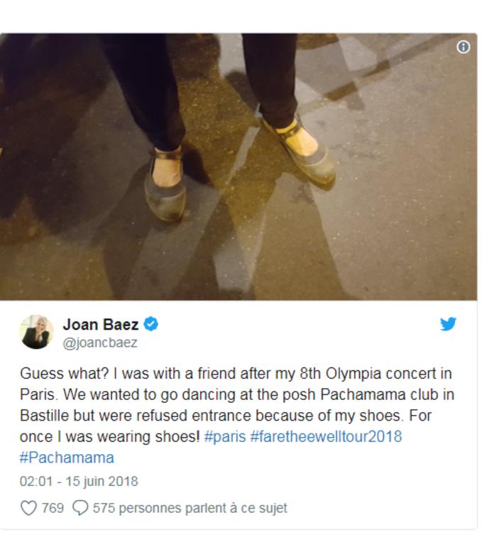 Η Τζόαν Μπαέζ έφαγε... πόρτα σε κλαμπ λόγω παπουτσιών -φωτό