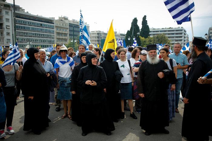 Σε εξέλιξη το συλλαλητήριο για τη Μακεδονία στο Σύνταγμα - εικόνα 6