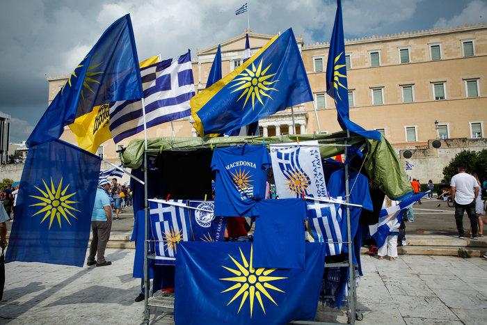 Σε εξέλιξη το συλλαλητήριο για τη Μακεδονία στο Σύνταγμα - εικόνα 7