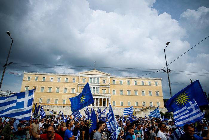 Σε εξέλιξη το συλλαλητήριο για τη Μακεδονία στο Σύνταγμα - εικόνα 8