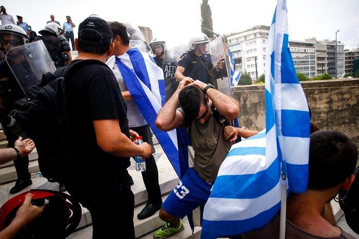 Σε εξέλιξη το συλλαλητήριο για τη Μακεδονία στο Σύνταγμα - εικόνα 2