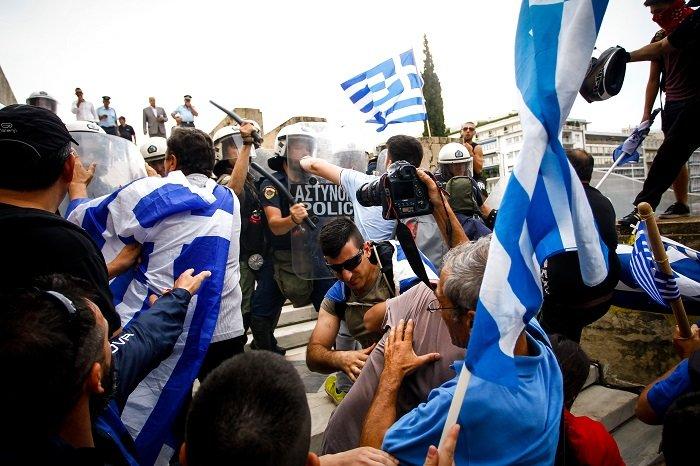 Σε εξέλιξη το συλλαλητήριο για τη Μακεδονία στο Σύνταγμα - εικόνα 4
