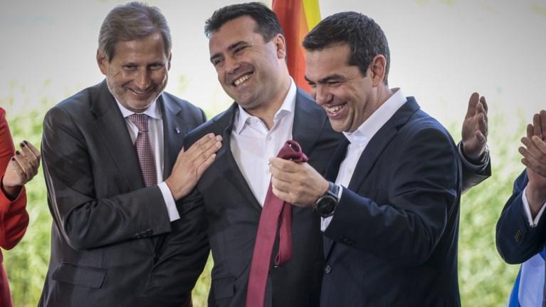 ebgale-ti-grabata-tou-o-zaef-kai-tin-edwse-ston-tsipra
