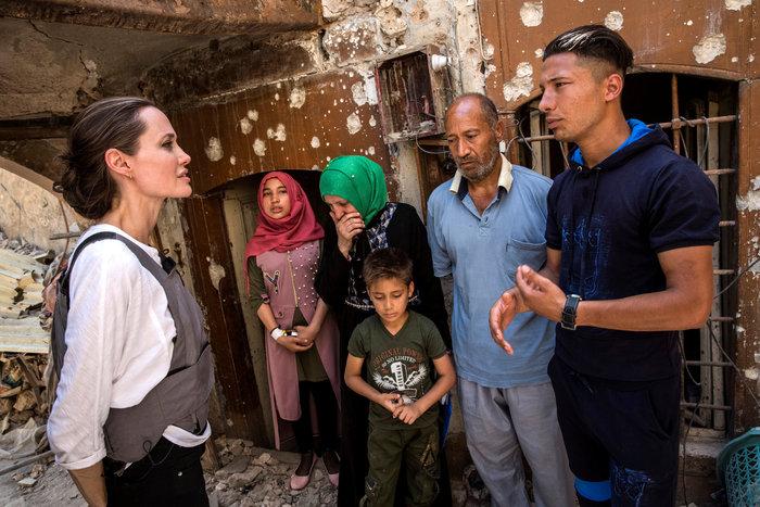 Η Αντζελίνα Τζολί στη βομβαρδισμένη Μοσούλη
