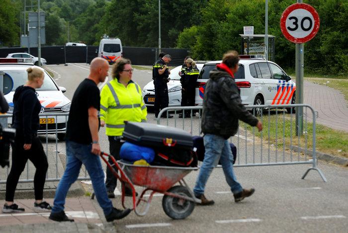 Λεωφορείο έπεσε πάνω σε ανθρώπους σε συναυλία στην Ολλανδία - Ένας νεκρός - εικόνα 2