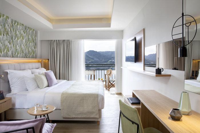 Τα δωμάτια στο Dolce Attica Riviera αποπνέουν πολυτέλεια