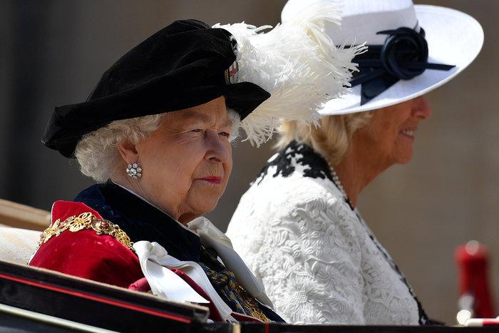 Η βασίλισσα Ελισάβετ γιόρτασε τα 700 χρόνια του Τάγματος της Περικνημίδας - εικόνα 2