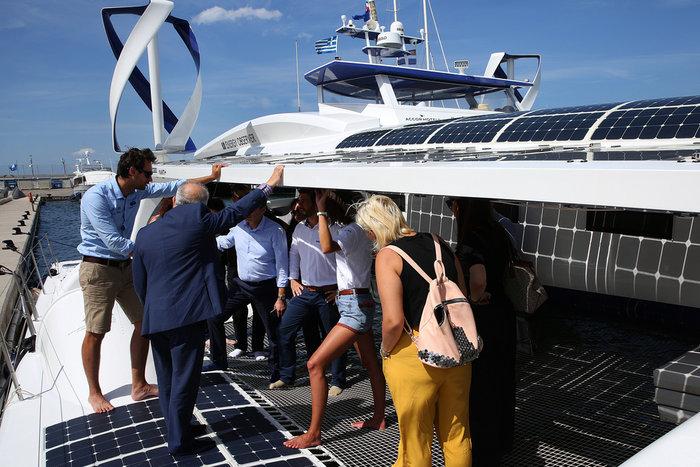 Εικόνες από το Energy Observer στη Μαρίνα Φλοίσβου - εικόνα 2