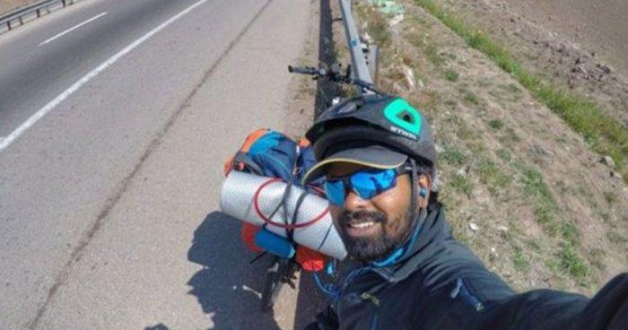 Ινδός ταξίδεψε ως τη Ρωσία με το ποδήλατο για τον Μέσι