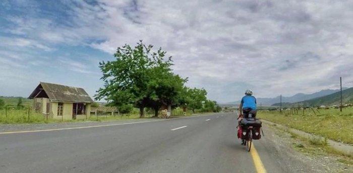 Ινδός ταξίδεψε ως τη Ρωσία με το ποδήλατο για τον Μέσι - εικόνα 2